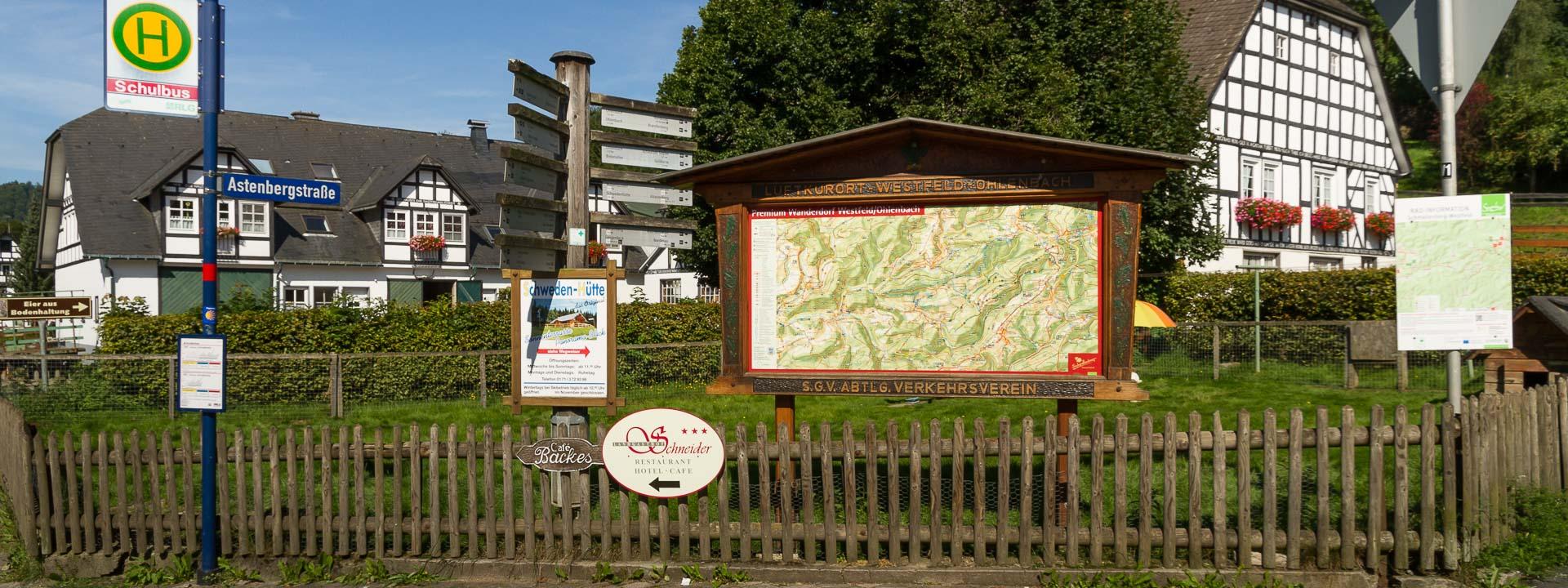 Wandertafel in Westfeld, nahe der St.Blasius Kirche