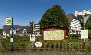 Wanderportal in Westfeld bei der St.Blasius Kirche