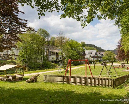 Spielplatz im kleinen Park